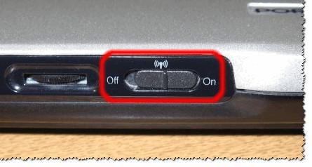 Кнопка включения Wi-FI сбоку на корпусе устройства // Оснащены некоторые модели Lenovo, Acer и пр.