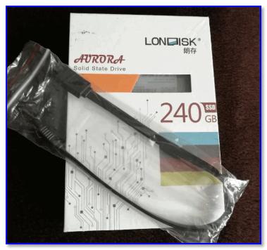 Упаковка с диском и SATA кабелем