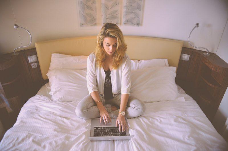 Как не нужно работать за ноутбуком