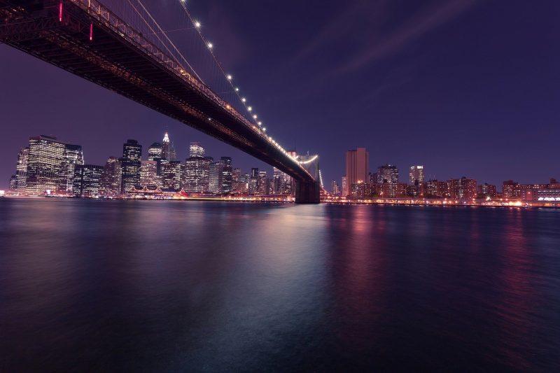 Красивый мост в Новогоднюю ночь